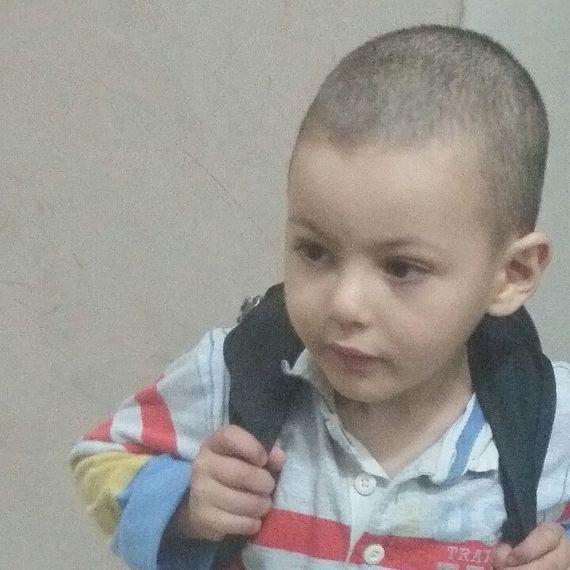 Ibrahim -5 ans -a besoin d'aide financière pour une greffe de la moelle épinière en Turquie